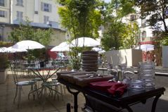 1-rooftop-bar-a-bulles-machine-moulin-rouge-terrasse-paris-creditphoto-VictorPinchon